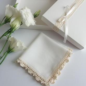 Шелковый платок с кружевом