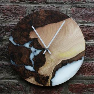 Деревянные часы с эпоксидной смолой