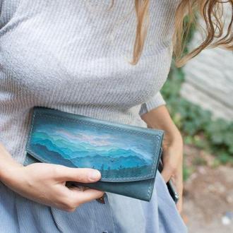 Кожаный голубой женский кошелек клатч ручной работы с росписью или тиснением