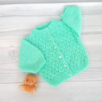 вязанная кофточка для малыша