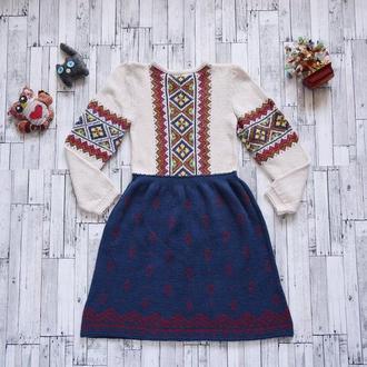 Вязаное и вышитое платье для девочки (7-8 лет), ручная работа