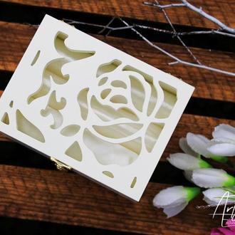 Свадебная коробочка для колец айвори роза с атласом