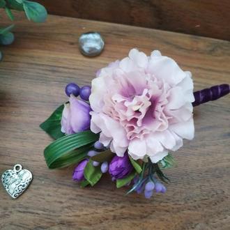 Бутоньерка для жениха в сиреневом цвете для свидетеля Свадебные бутоньерки