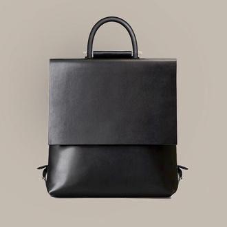Кожаный черный рюкзак