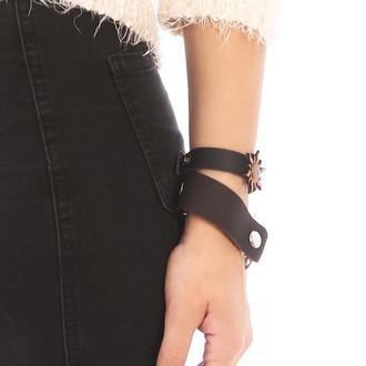 Кожаный браслет с кожаной фигуркой от мастерской Wild