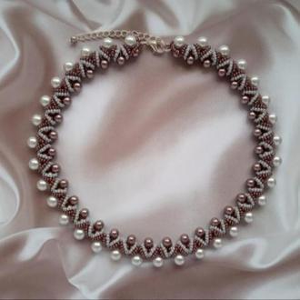 Колье, ожерелье серо- коричневое из бисера ручной работы