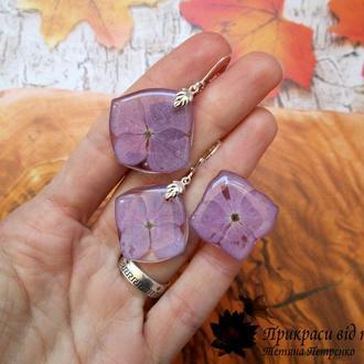 Комплект - кольцо и серьги из натуральных цветов гортензии в ювелирной смоле.
