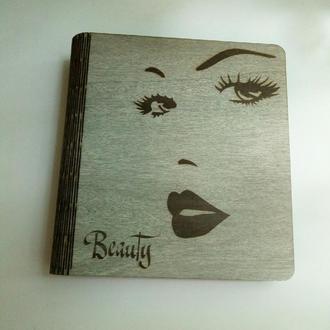 """Деревянный блокнот """"Beauty"""" (на цельной обложке, с ручкой), подарок косметологу, бровисту, визажисту"""
