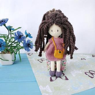 Вязаная кукла. Маленькая кукла. Амигуруми кукла