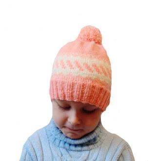 Вязанная шапка ручной работы для девочки