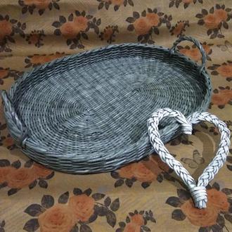 Плетёный поднос из бумажной лозы