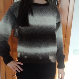 Теплый весенний свитер женский
