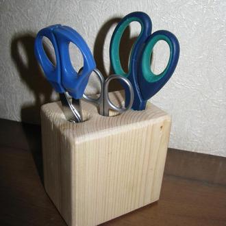 Подставка деревянная под ножницы