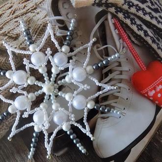Снежинка из бусин на елку
