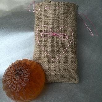 Мыло ручной работы и мочалка из джутового волокна