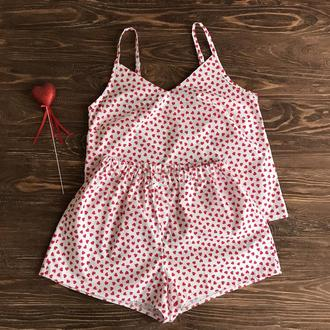 Пижама с шортами в красные сердечки XS, S