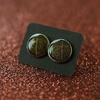 Серьги-гвоздики с золотистыми листиками
