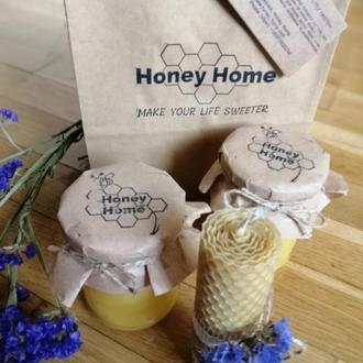 Натуральный мед и свеча из вощины