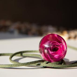 Кулон с розовой розой