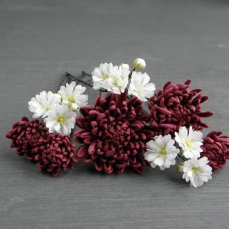 Шпильки для волос с маленькими цветами гипсофилы и бордовой хризантемой