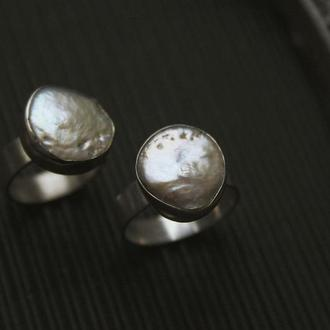 Минималистичное кольцо с барочным жемчугом