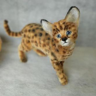 Сервал котенок. Мягкая игрушка из меха и шерсти на подвижном скелете.