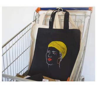 Черная вышитая эко сумка сдевушкой