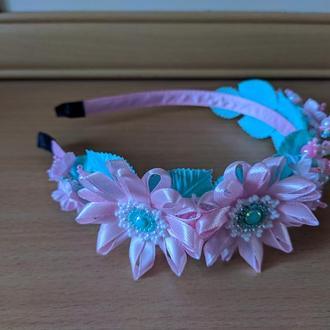 Цветочный ободок мятно-розовый
