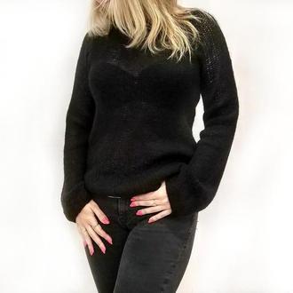 Лёгкий вязаный свитер-паутинка