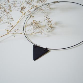 Колье черный треугольник