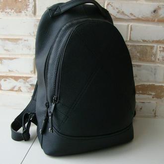 Качественный кожаный рюкзак черного цвета