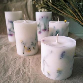 Натуральная свеча с цветами, свечка с цветами