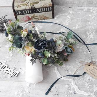 Венок с синими цветами для волос