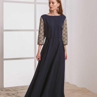 Льняное макси-платье темно-синего цвета с вышивкой