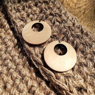 Стильные серьги-кольца из дерева