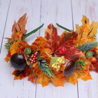 Яркий осенний обруч ободок с листьями и грибами