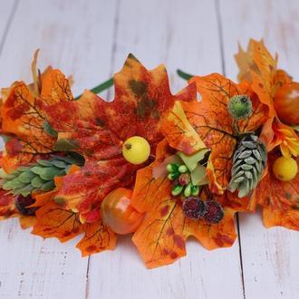 Яркий осенний обруч ободок с осенними листьями и тыквами