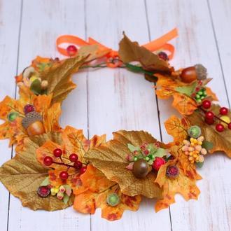 Осенний венок с листьями, ягодами, грибами и мухоморами