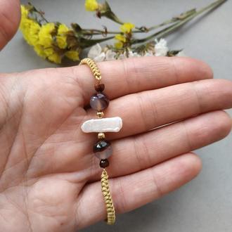 Плетёный браслет из агата и жемчуга