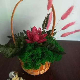 Корзинка с мхом и  сухоцветами