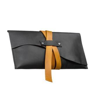 Женская черная кожаная сумка-клатч