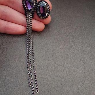 Фиолетовые серьги с камнями и стразами гвоздики