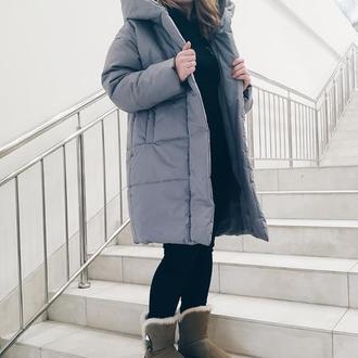 Уютный зимний пуховик средней длины
