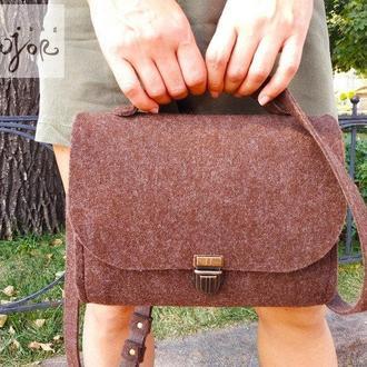 Коричневая женская сумка из войлока