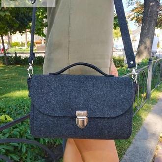 Темно-серая женская сумка из войлока