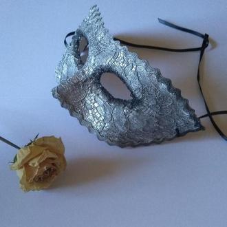 Серебристая карнавальная маска