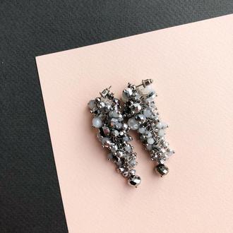 серьги гроны бело-серебристого цвета