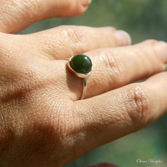 Серебряное кольцо с нефритом, кольцо с камнями, кольцо с зеленым камнем