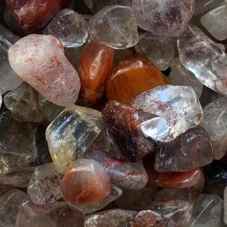 Натуральный камень крошка Хрусталь Рутиловый волосатик 10-25 мм 10 грамм
