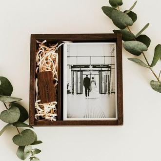 Деревянная коробка для фото 10х15 c отделением для флешки